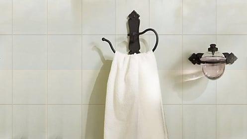 Installation d'accessoires de salle de bain