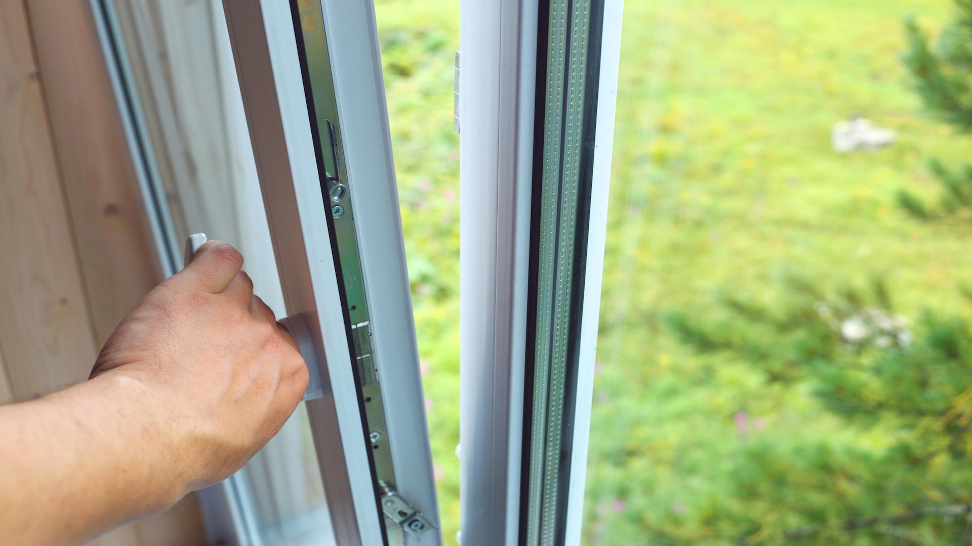 Huilage, graissage de porte et fenêtre