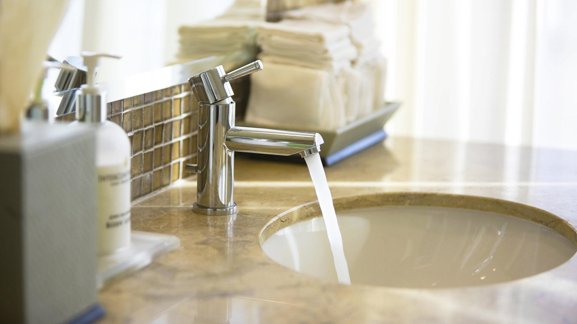 Comment Installer Un Lave Main Avec Meuble installation de lavabo, vasque et lave-mains