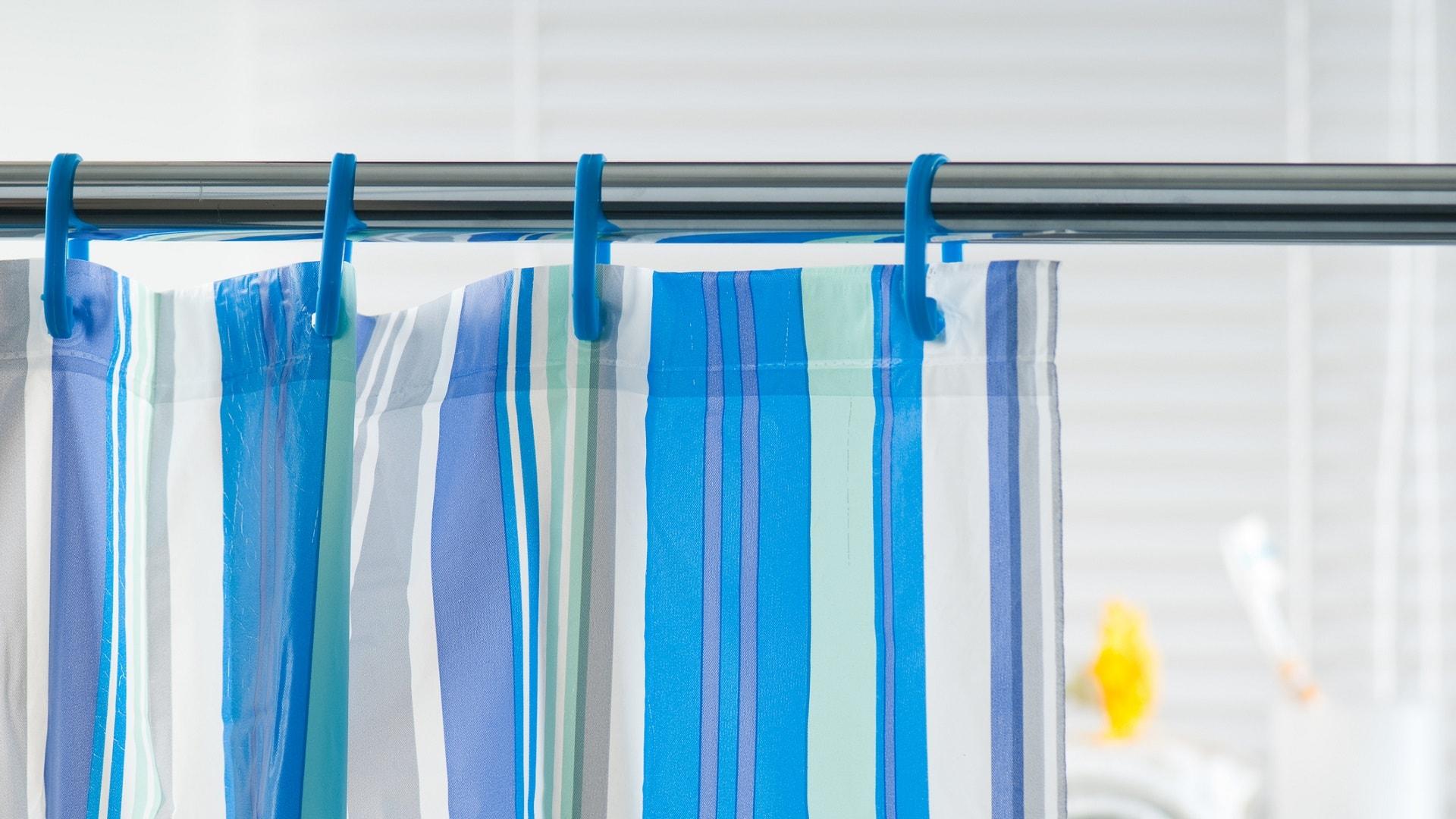 Installation d'un rideau de douche