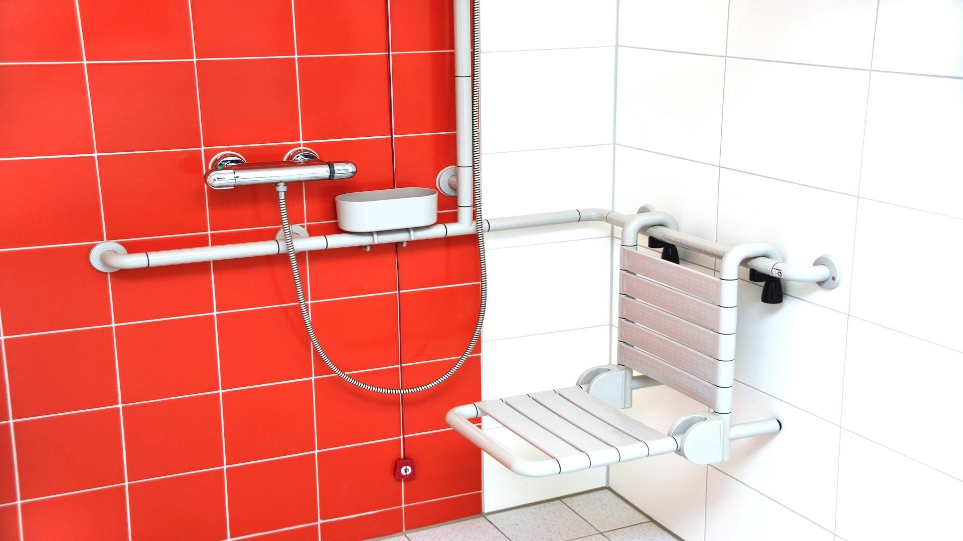 Installation d'un siège de douche