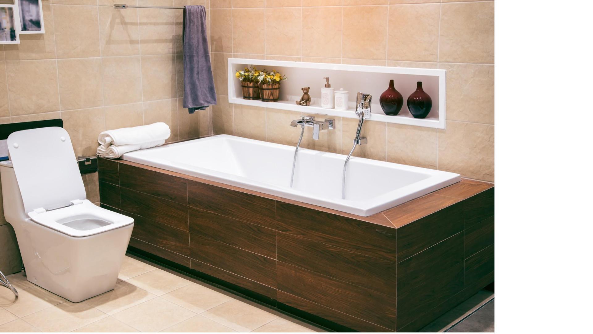 Pose d'un tablier de baignoire