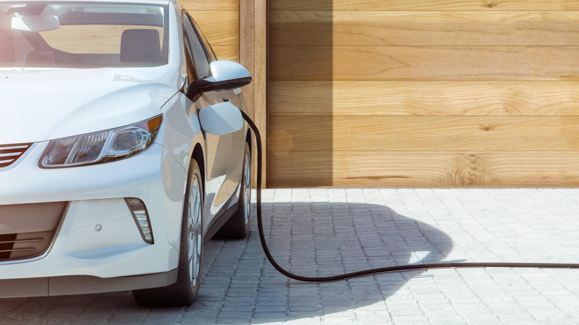 Installation d'une solution de recharge de voiture électrique (borne murale ou prise renforcée)