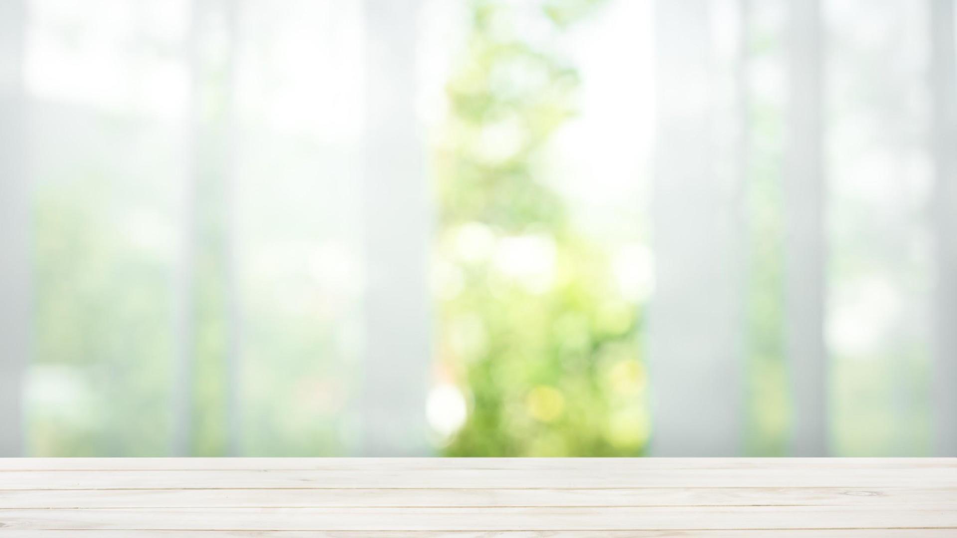 Pose de film de protection solaire sur fenêtre