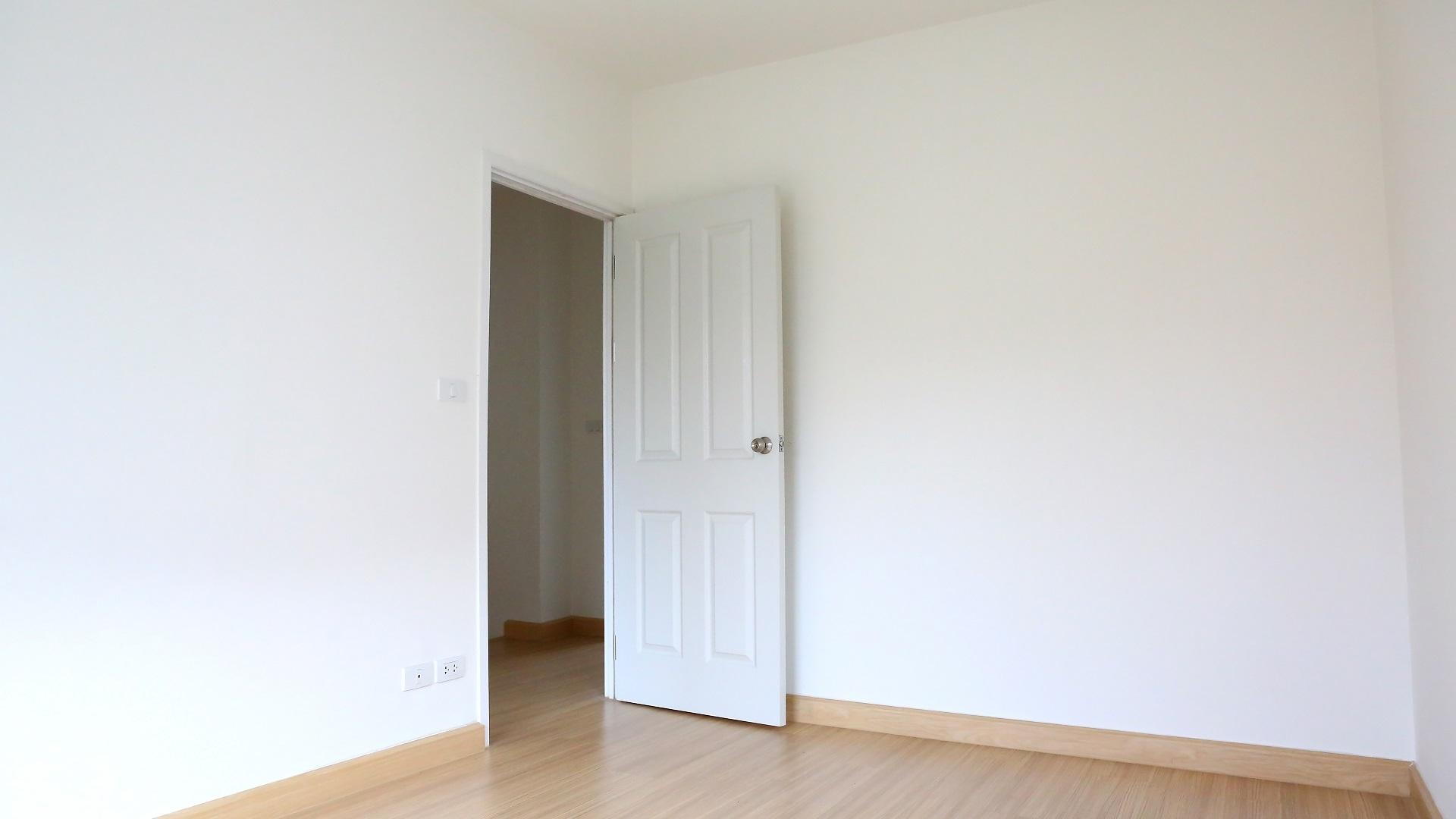Fourniture et pose de porte d'intérieur