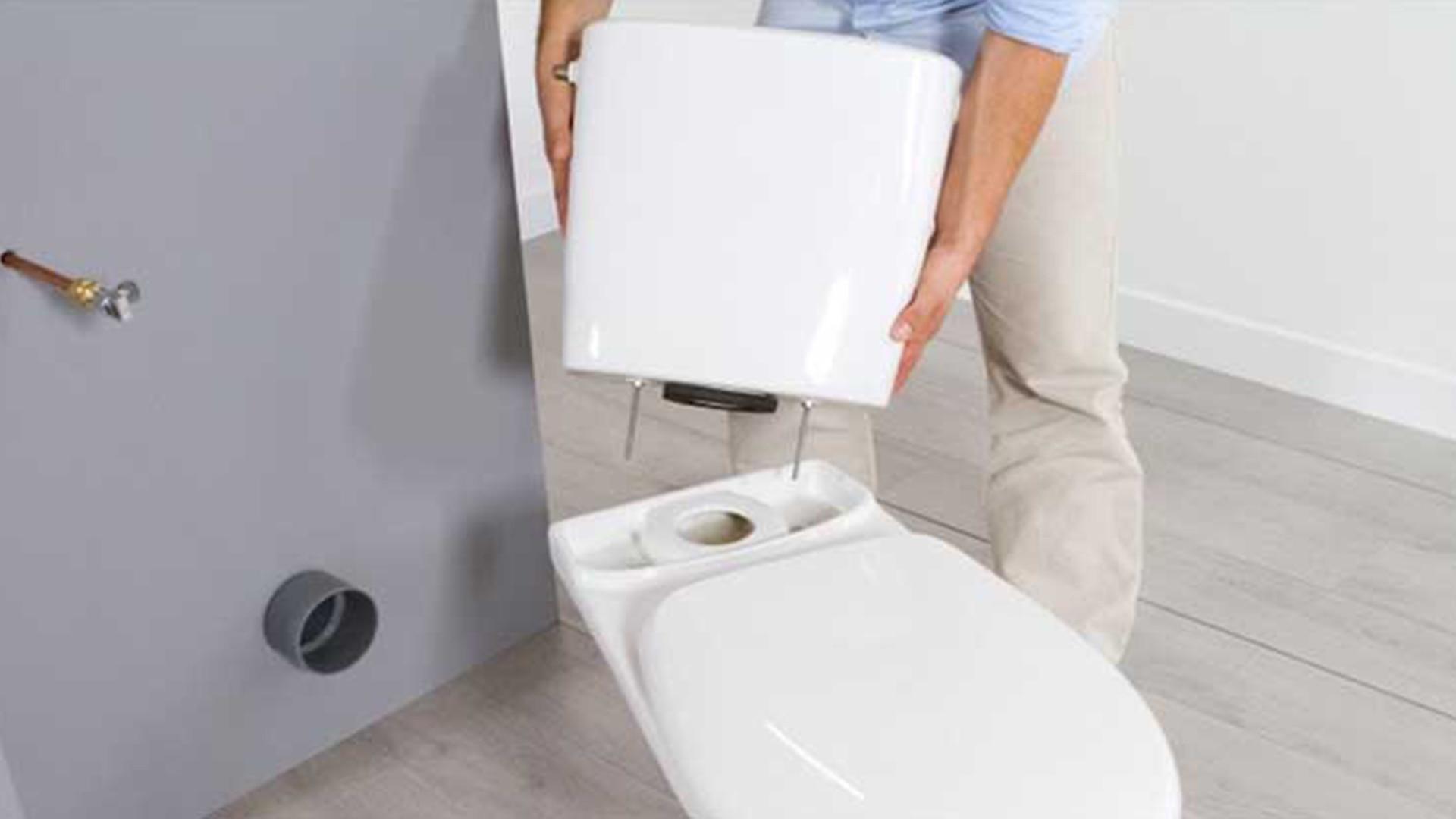 Remplacement d'un réservoir de toilettes